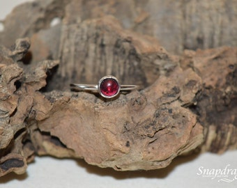 Sterling silver, Garnet cabochon ring, UK size S / US  9.5