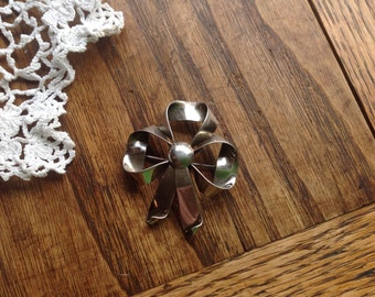 Sterling Bow Pin Brooch
