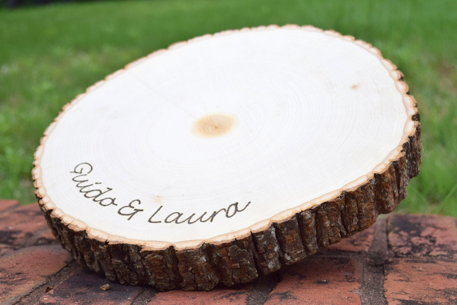 Rustic wedding centerpiece round tree bark slice rustic for Tree trunk slice ideas
