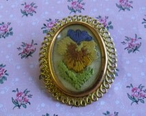 A 1940's / 50's hand embroidered pansy flower vintage jewelry brooch hand sewn in mixed coloured silk thread & mounted in goldtone frame