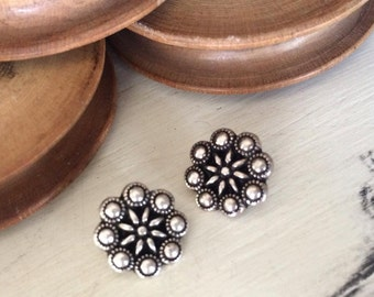 Flower metal button old silver tone 13 mm x 1 pcs