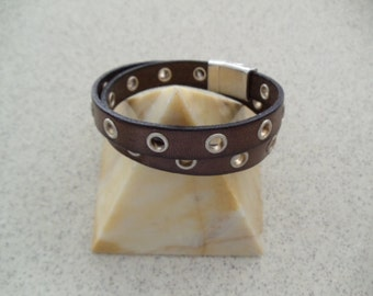Leather Eyelet Custom Made Wrap Bracelet With Magnetic Clasp RM128