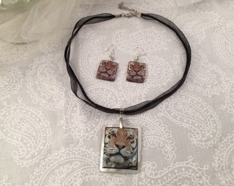 Tiger necklace, shell with on black ribbon with matching earrings