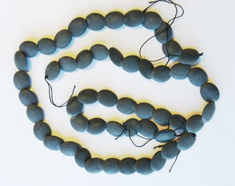 Black Matte Onyx Oval Overlapping Wafers