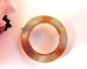 Infinity Circle Brooch Round Gold Metal Pin Vintage Fashion Jewerly Accessory