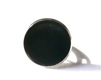 BLACK RING - black jewelry - statement ring - shiny black ring - round ring - resin ring - Bright Jewellery - adjustable