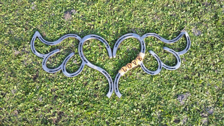 how to make a horseshoe heart