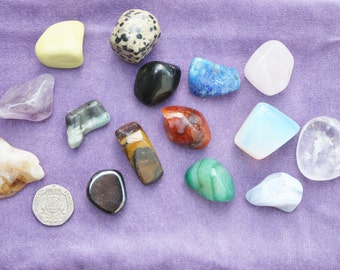 Crystal Divination, Lithomancy. Set of 15 crystals, handmade bag and 18 page booklet