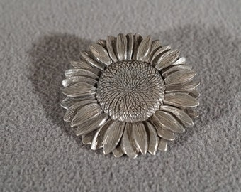 Vintage Art Deco Style Pewter Flower Design Round Pin Brooch Jewelry   K