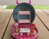 Mini Lalaloopsy dollhouse in a lunch box with Jewel Sparkles and Tippy Tumblelina plus furniture!