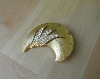JJ Jewelers Vintage Brooch Pin Gold Brushed with Rhinestone Crystals Signed