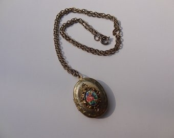 Beautiful Locket Necklace Gold