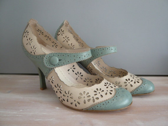 Nine West Cream &amp Pastel Mint Leather Kitten by RocketRetroVintage