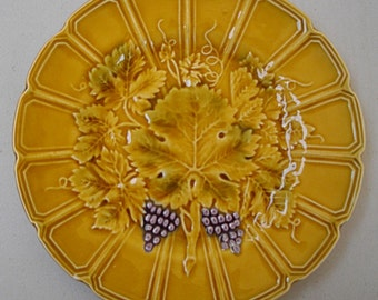 Antique majolica dessert plate with grapes and vine leaves -Sarreguemines 1930 . Mint condition