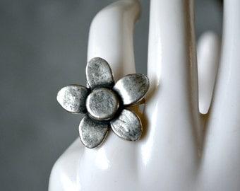 Silver Tone Flower Ring Size 6 1/2 Hippie Vintage