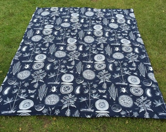 Picinic blanket with waterproof backing and washable.