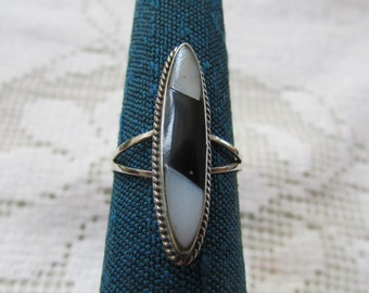 Vintage Mexican inlaid NA style sterling black and white stone ring size 5 1/4