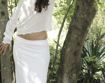 Light white jersey and long skirt