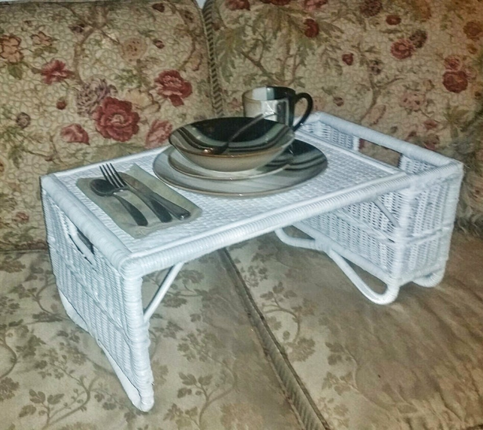 petit d jeuner merveilleux shabby chic vintage blanc en osier. Black Bedroom Furniture Sets. Home Design Ideas