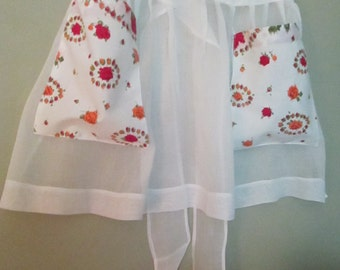 Vintage 1950's Apron White With Floral Pockets