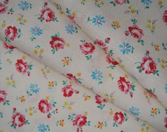 "Fat Quarter of Yuwa Atsuko Matsuyama 30's Collection Small Roses on Cream Background. Approx. 18"" x 22"" Made in Japan."