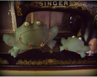 2 Primitive Grungy Frogs