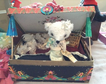 Japanese bear lives in Vintage chocolate box