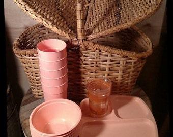 Vintage Wicker Picnic Basket /Picnic Pink Service/Sewing Basket / Crafts Basket / Al Fresco Basket / Wine and Dine  /  Le Pique Nique / F831