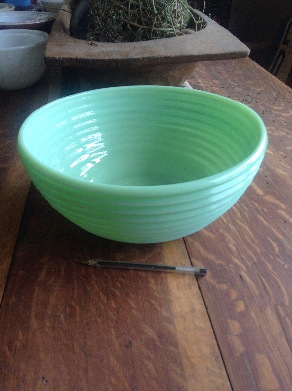 Jadeite Beehive Swirl Extra Large Bowl Serving Haute Juice