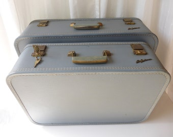 Vintage Lady Baltimore Luggage Set! In really good condition with Key! Price is for the set.