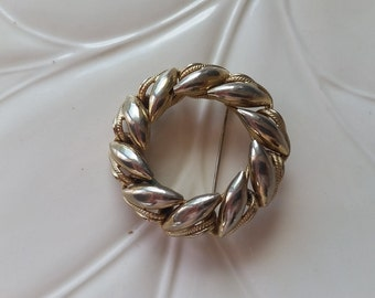 Vintage Gold Wreath Brooch