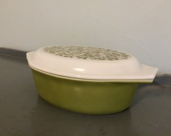 Pyrex Verde Avocado Green Oval Casserole Dish #045, 2.5 qt.