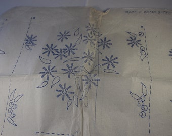 Vintage Iron-on Embroidery Transfer 'Bunch of Daisies'