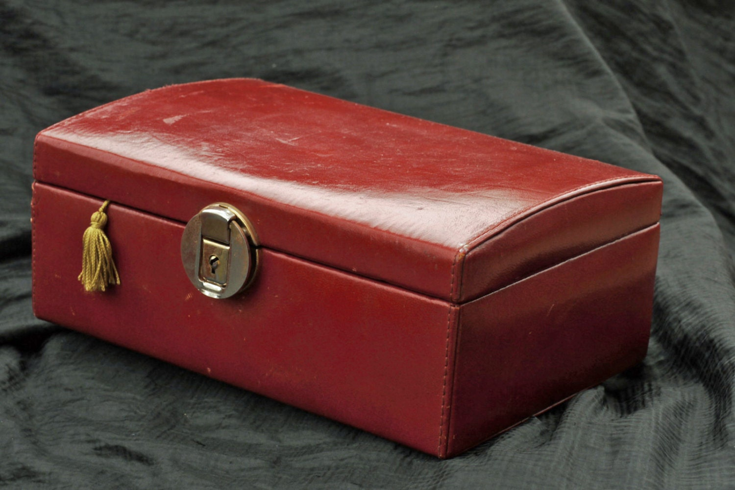 Vintage red leather jewelry box with original key for Jewelry box with key