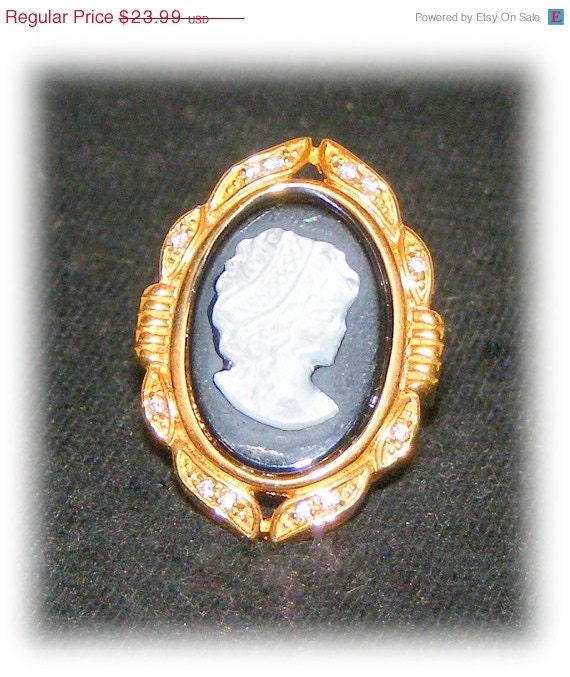 VINTAGE CAMEO RING (Estate Jewelry) (sz 8)   (Ladies Ring)