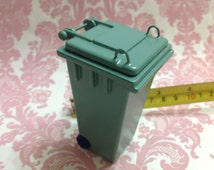 Dollhouse Miniature Furniture Outdoor Green Trash Garbage Can