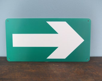 Plate output / arrow / company signage / Vintage