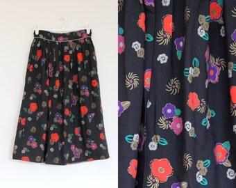 Vintage 1970s Floral Skirt / Vintage 70s A-line skirt / Gold trim skirt /Vintage Midi skirt
