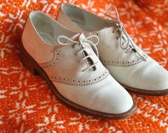 Joan David Tie Shoes size 6 1/2