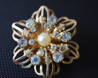 Vintage  Jewelry Brooch Pin CZ ,Rhinestones , Aurora Borealis , Pearl , Stone Sparkly , Flower Gold  P-070