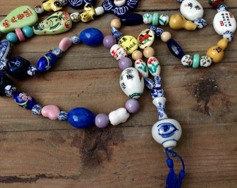 SALE!! Vintage Hand Painted Bead Necklace