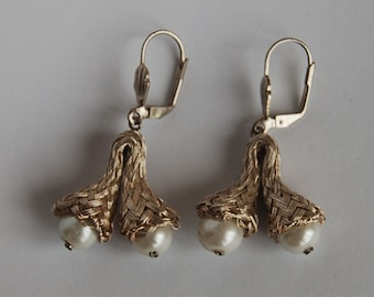 Earrings of silver-plated copper with pearls, handmade