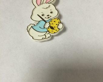 Vintage 1981 hallmark easter bunny pin