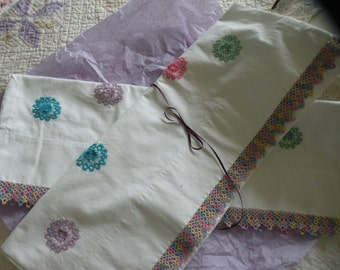 Early 50s Tatted Edge and Crochet Circle Crisp White Pillow Case Set