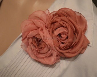 Brooch-clip .Two roses.