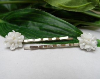 Set of 2 White Flower Bobby Pins, girls bobby pins, Flowergirl bobbypins, flowergirl hair clips, Wedding hair clips, hair accessories