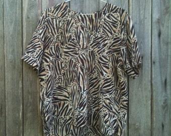 Shirt Vintage/ 90s/ woman/ T-shirt/ size L/ Viscose/ Leopard Print/ short sleeves