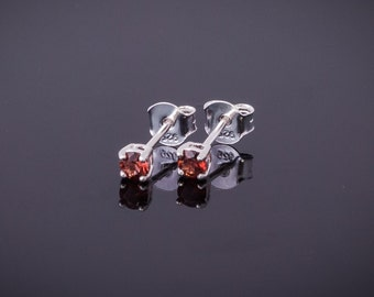 Few studs with round garnet red 3 mm 0.153 ct, Sterling Silver