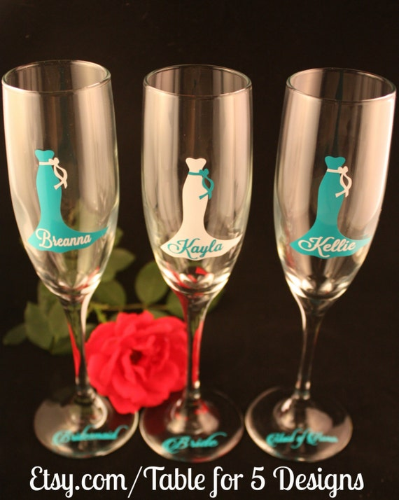 Set of 7 Personalized Wedding Champagne Flutes/Champagne Glass/Wedding Dress/Bridesmaid/Maid of Honor/Mother of the Bride/Mother of theGroom