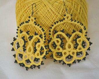 Tatting lace earrings mustard black beads, tatting lace light earrings earrings black beads, mustard, tatting pattern
